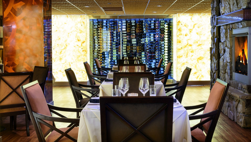 Dining tables at a restaurant - Food & Beverage Jobs - Westgate Resorts