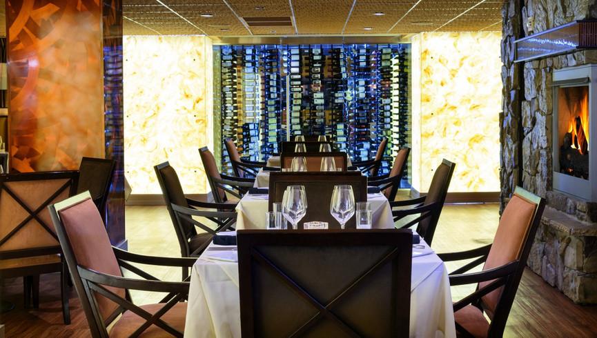 Tables at a restaurant - Food & Beverage Jobs - Westgate Resorts