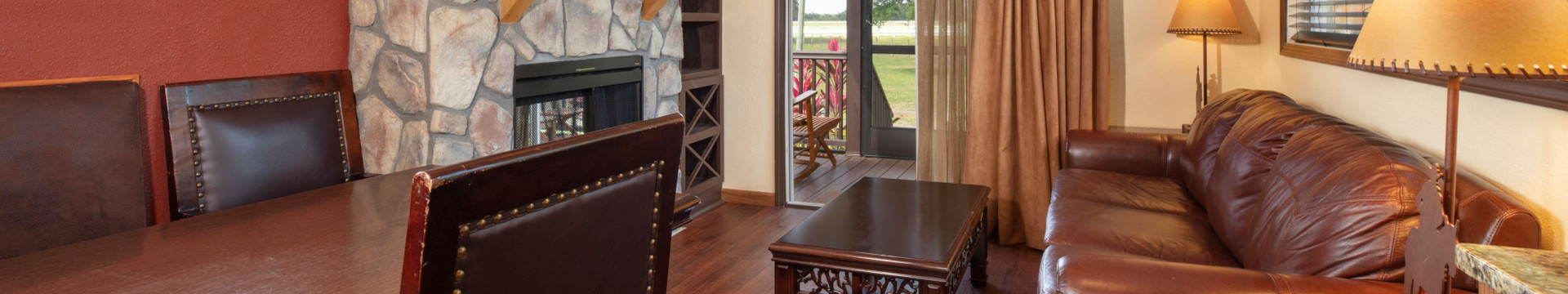 Best Cabins Near Orlando Florida | Saddle Club Living Room