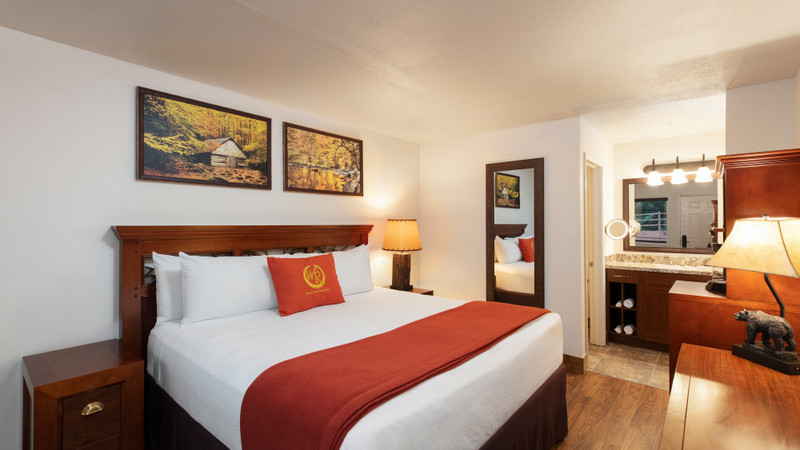 Accommodation Option -traditional-king-guestroom
