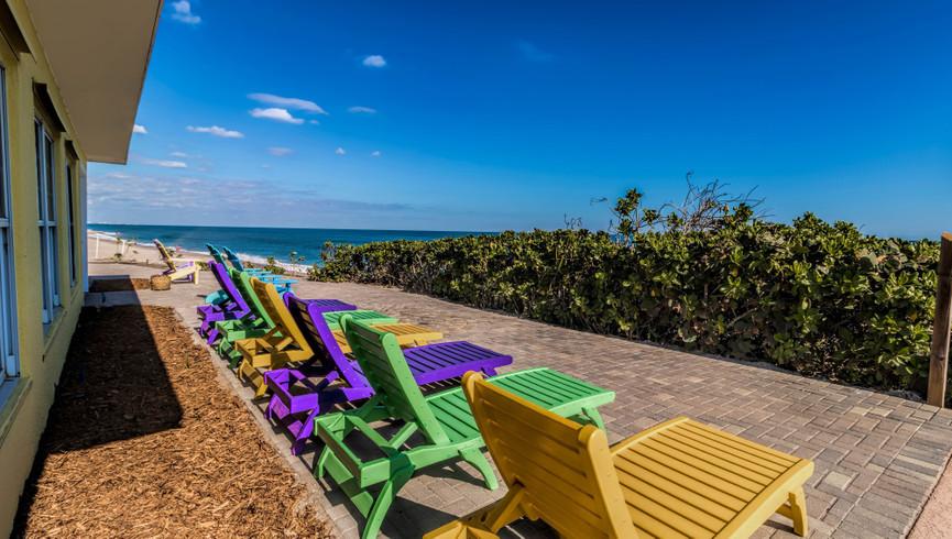 Lounge chairs - Sea View Inn