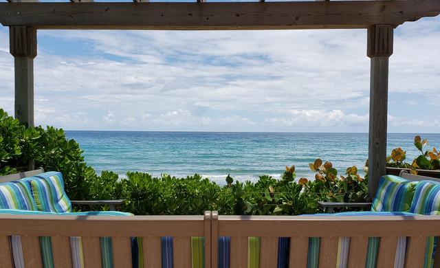Outdoor Bench overlooking the ocean - Sea View Inn