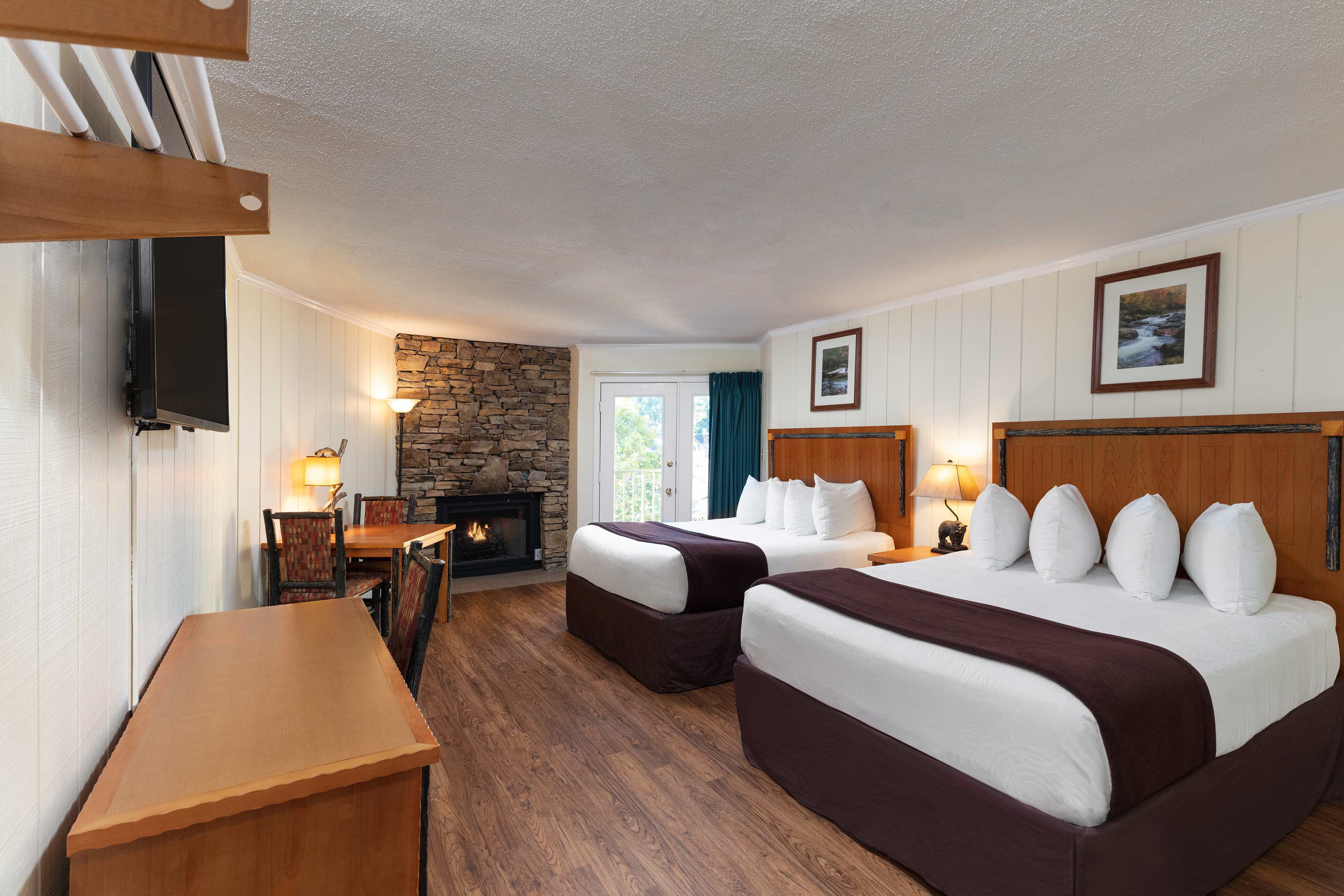 River View Signature Queen Guestroom | River Terrace Resort