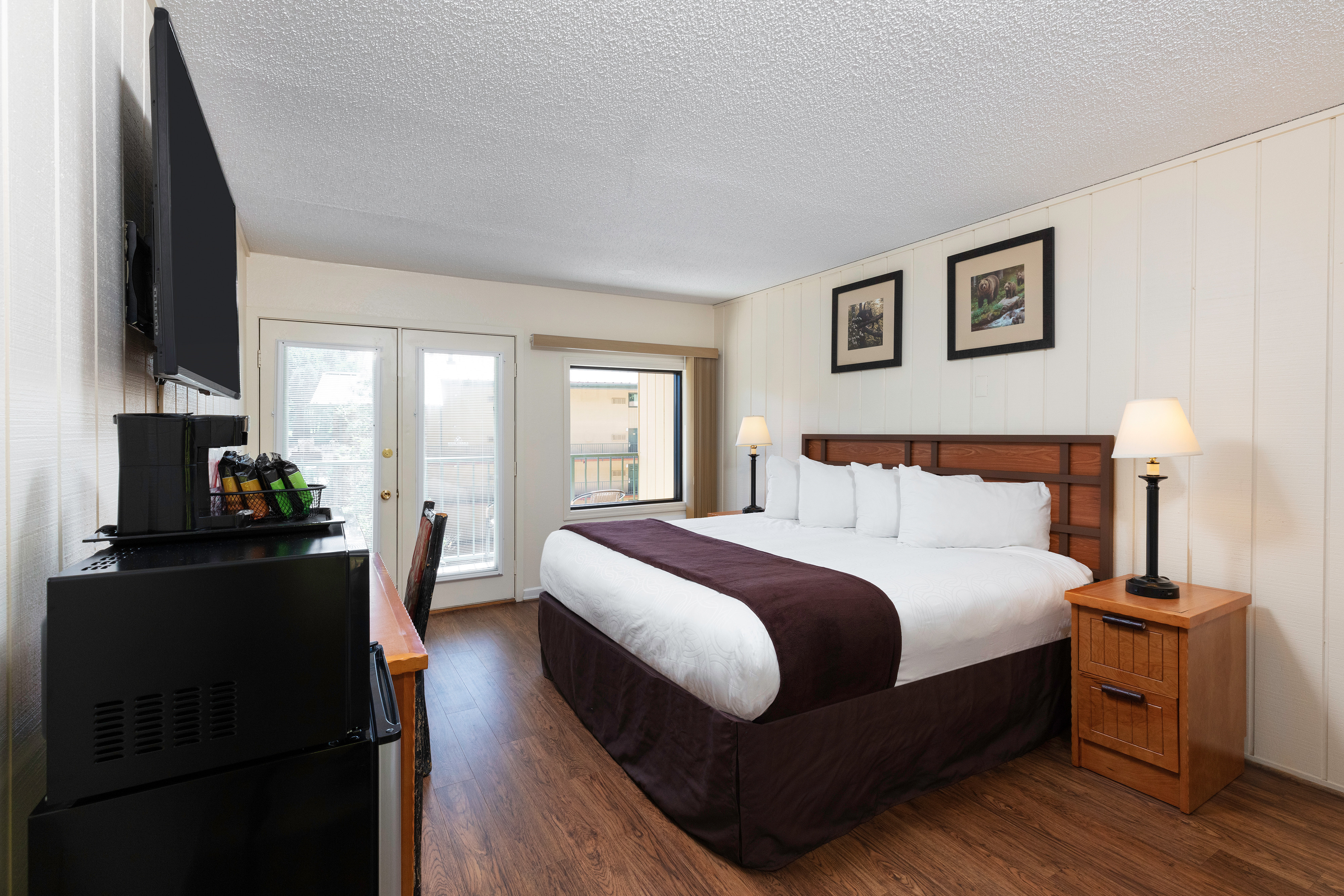 Signature King Guestroom | River Terrace Resort