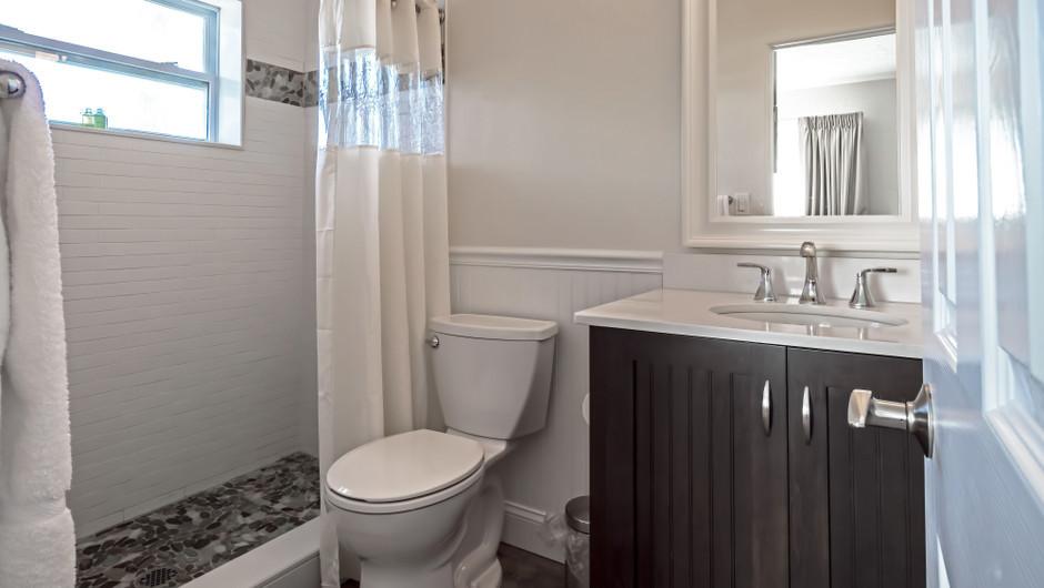 Bathroom in Seashell Suite - Sea View Inn