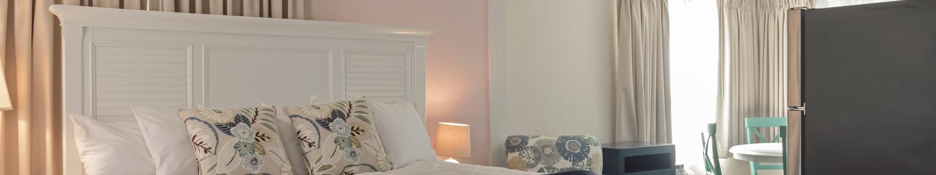 Bedroom in the Seashell Suite - Sea View Inn