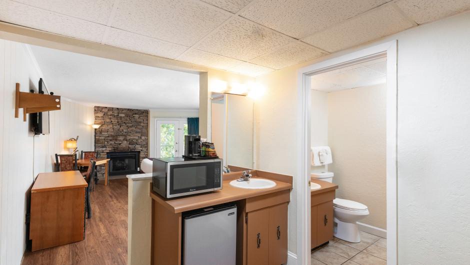 Living Area in Signature Queen Guestroom | River Terrace Resort