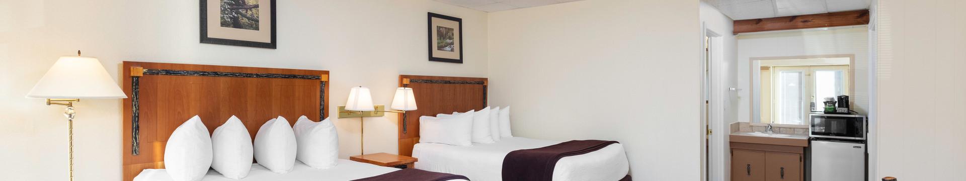 Signature Queen Guestroom | River Terrace Resort