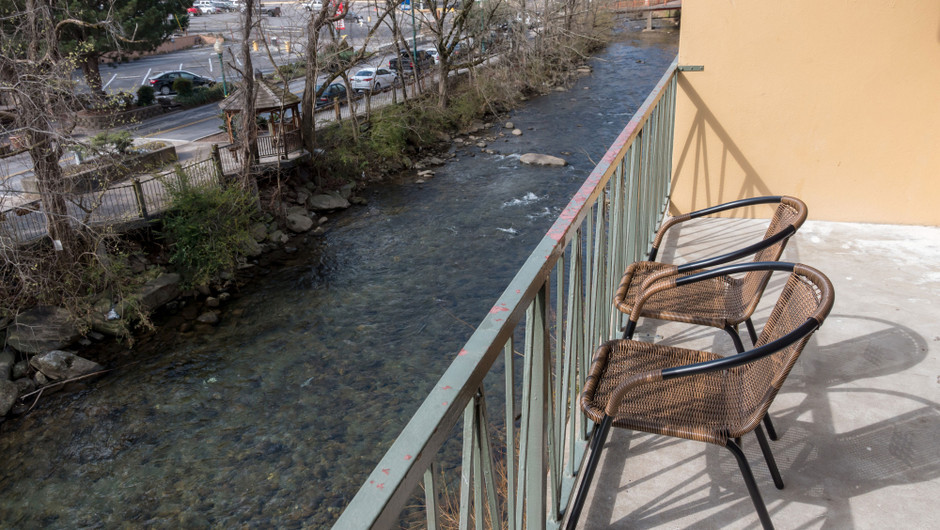 Balcony with seating overlooking the river - River Terrace Resort