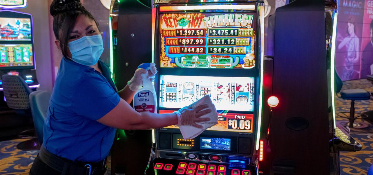 Cleaning Slot Machine - Westgate Las Vegas