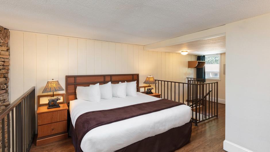 River View Signature King Loft | River Terrace Resort