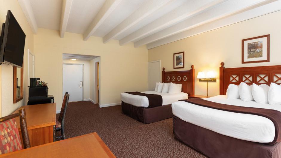 River View Queen Guestroom | River Terrace Resort