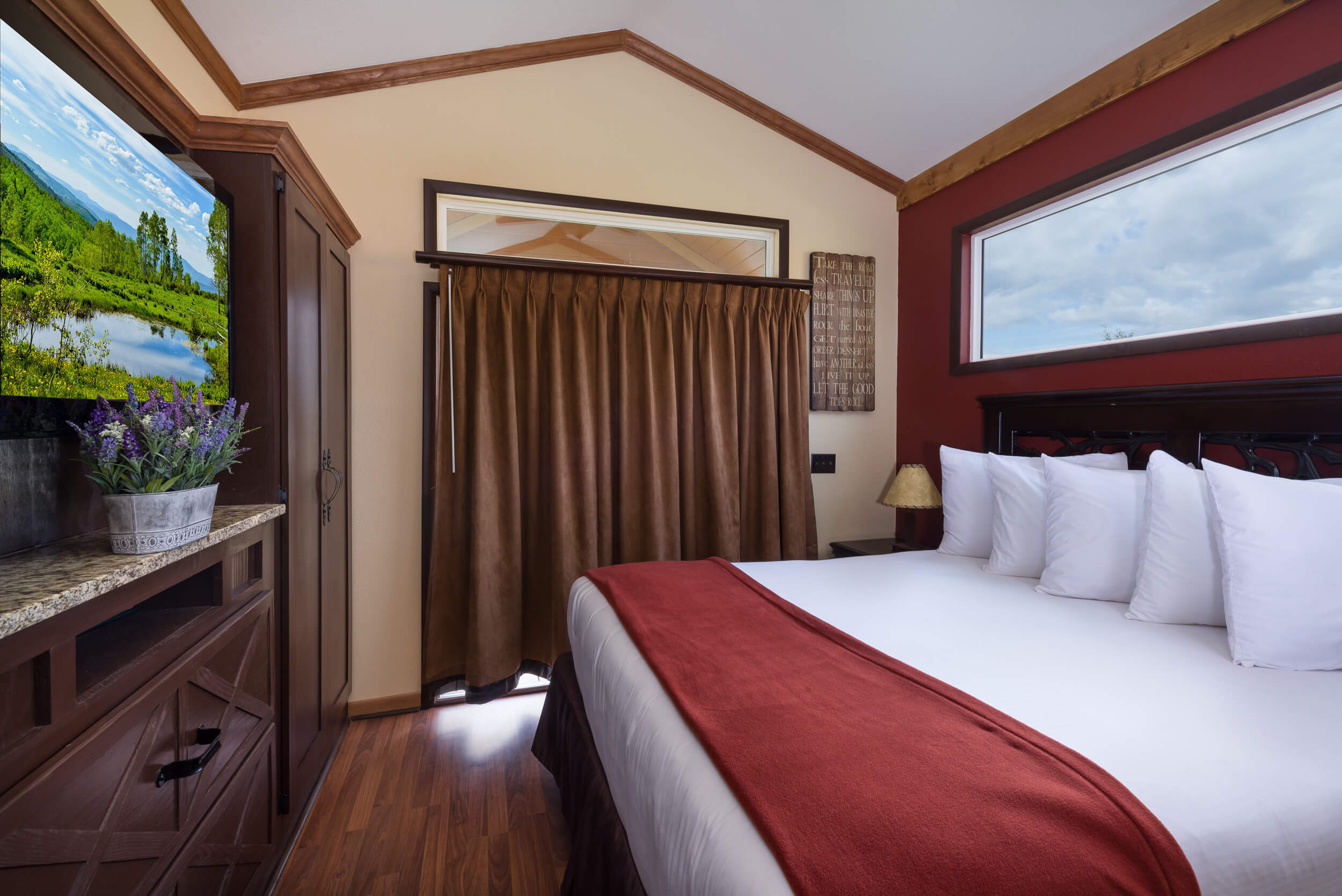 Bedroom in Saddle Club Rail Car - Westgate River Ranch