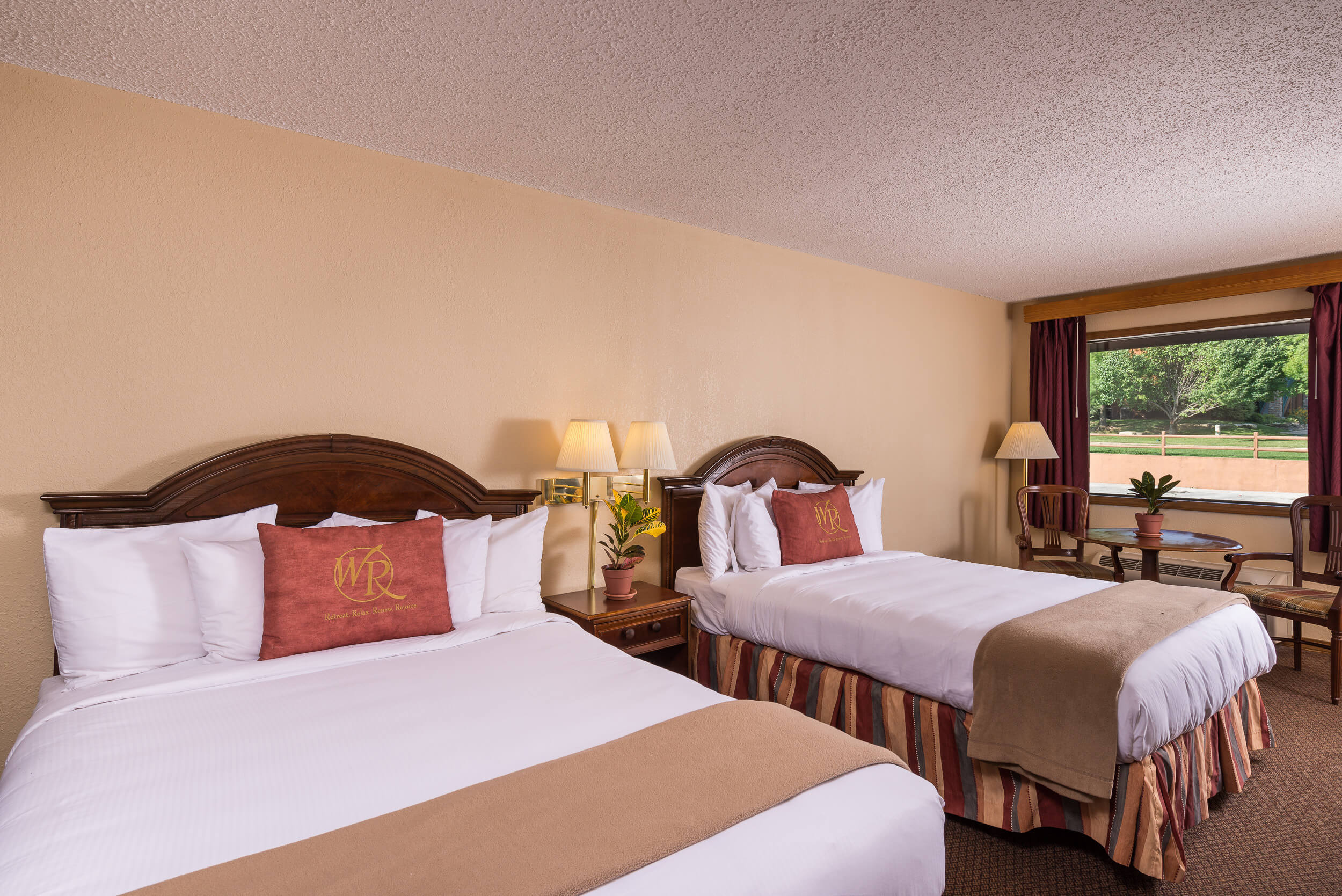 Two Queen Beds in Traditional Queen Guestroom | Westgate Branson Woods Resort