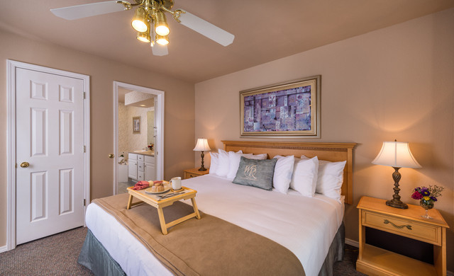 Branson Table Rock Lake Resort at Emerald Pointe | Villa Bedroom