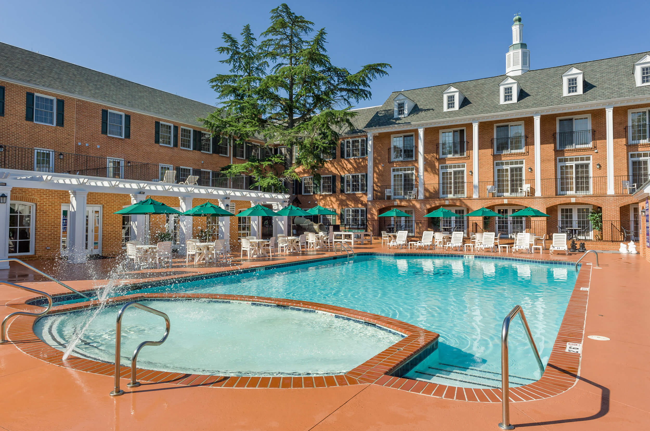 Colonial-style resort with heated outdoor pool | Westgate Historic Williamsburg Resort
