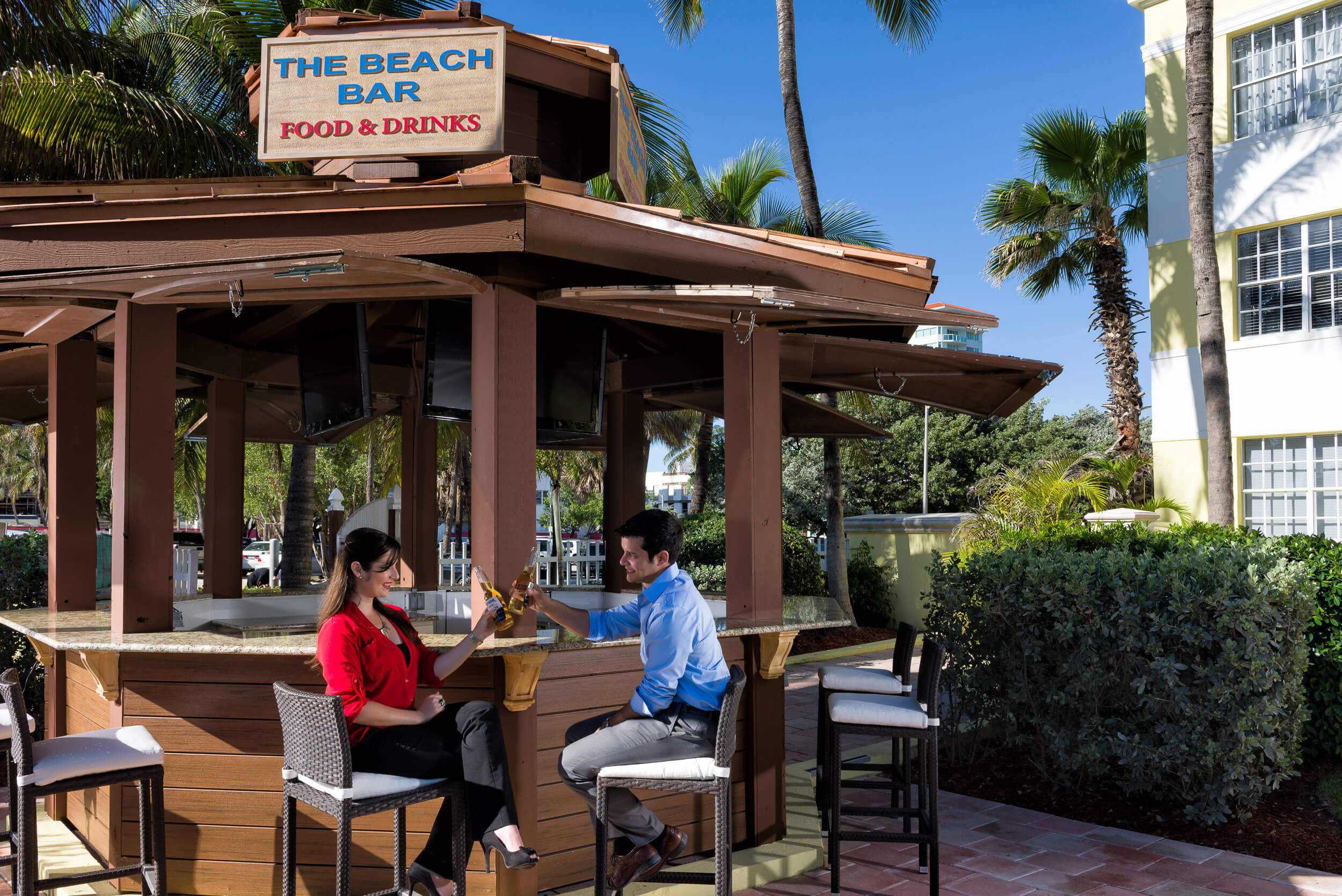 Couple enjoying cocktails at The Beach Bar | Westgate South Beach Oceanfront Resort