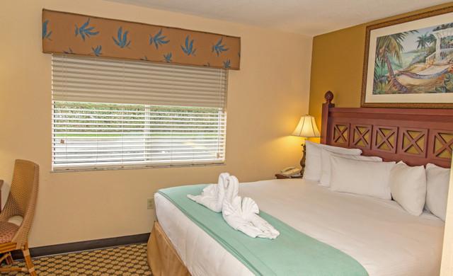Orlando Hotel near Sea World & Discovery Cove | Villa Bedroom
