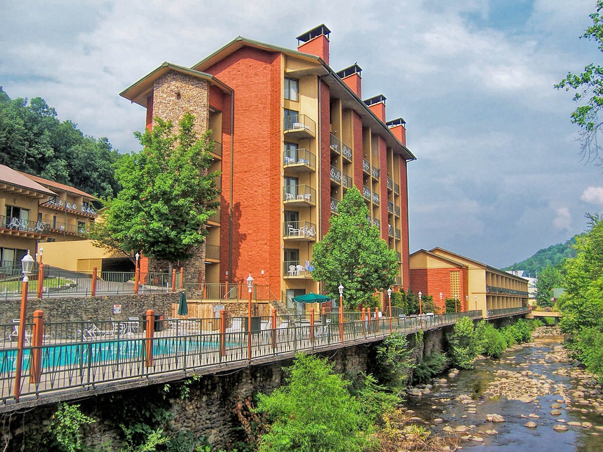 Overlooking the scenic Little Pigeon River, the River Terrace Resort and Gatlinburg Convention Center lies in the heart of downtown Gatlinburg and offers guests comfortable accommodations, all within minutes of Great Smoky Mountains National Park.